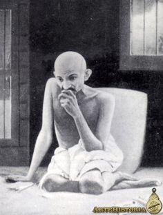 Hace 65 años fue asesinado Gandhi.    Gandhi, Mohandas Karamchad - Personaje - ARTEHISTORIA V2