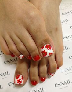 Cute Toe Nails, Toe Nail Art, Fancy Nails, Love Nails, Trendy Nails, Flower Toe Nails, Pedicure Nails, Manicure And Pedicure, Pedicure Ideas