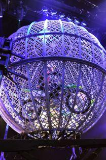 Globe Medium Duffy, Ferris Wheel, Globe, Fair Grounds, Medium, Speech Balloon, Medium Long Hairstyles