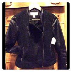 Caslon faux leather and boucle moto jacket XS NWT boucle and faux leather moto jacket xs this jacket is HOT  and pairs great with jeans or a little black dress or maxi dress, only worn to try on and in excellent condition Caslon Jackets & Coats