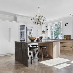 Calming Minimalism in the Home of Designer Kathrine Espersen — danish design space Dining Table Design, Solid Wood Dining Table, Kitchen And Bath, Kitchen Dining, Layout Design, Minimalist Baths, Home Organisation, Luxury House Plans, Scandinavian Home
