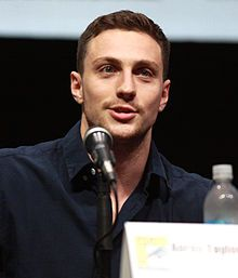 aaron taylor johnson. so gorgeous. can pull off nerdy and sexy. :D