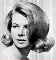 Classic Hairstyles, Retro Hairstyles, Wig Hairstyles, Medium Hairstyles, Little Girl Boots, Hair Flip, Mode Vintage, Big Hair, Hair Dos