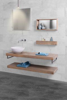 Badkamertrends. De badkamer styliste van Baden+ bekijkt de badkamertrends. Houten meubels en houten accessoires van LoooX in de badkamer. Mooi gecombineerd met marmer #badenplus #hout #badkamer #verbouwen #baden+