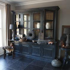 Landelijke grote buffetkast old black romantichomedecor Cozy Living Rooms, Home And Living, Home Interior Design, Interior Styling, Neptune Home, Kitchen Shelf Decor, Minimalist Interior, Furniture Inspiration, Simple House
