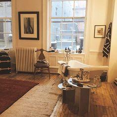 #エディターおすすめ NY取材班 エディターNahoのお気に入りはセレクトショッ プ THE LINE @thelinenyc まるでアパートみたいにファッションとインテリアが配置されていてセレクトも感度の高いアイテムばかり #ellejapan #elleonline #NYFW ------------- 76 Greene Street 3rd Floor New York NY 10012 MondaySaturday: 11 a.m. to 7 p.m.  via ELLE JAPAN MAGAZINE OFFICIAL INSTAGRAM - Fashion Campaigns  Haute Couture  Advertising  Editorial Photography  Magazine Cover Designs  Supermodels  Runway Models