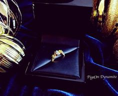 Three stone raw diamond ring www.PigeonDynamite.etsy.com #pigeondynamite スルーストーン原石ダイヤモンドリングは一点限定で販売中です✨#etsy #engagementring #bridaljewelry #rawdiamondring #anniversaryring #threestone #solidgoldring #oneofakindjewelry #etsyjewelry #wedding #nyc #madeinnyc #handmadejewelry#ハンドメイド#エンゲージメントリング#婚約指輪 #ジュエリー #原石ダイヤモンド#リング#ダイアモンド#ダイヤモンドリング#世界にひとつだけ#スリーストーン#アニバーサリーリング#ブライダルジュエリー