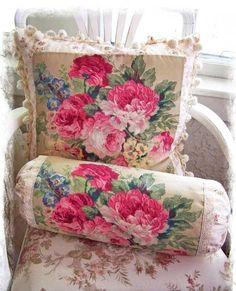 <3  Lovely use of chintz fabric.