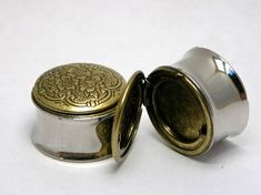 locket plugs