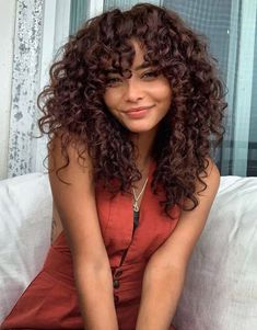 Schulterlanges lockiges Haar Look for 2019 Shoulder-length curly hair look for 2019 # curly # should Curly Hair Styles, Curly Hair With Bangs, Curly Hair Cuts, Medium Hair Styles, Natural Hair Styles, 4c Hair, Updo Curly, Dyed Curly Hair, Thick Hair
