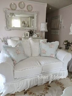 9 Unbelievable Tips Can Change Your Life: Shabby Chic Painting Wall shabby chic living room beach.Shabby Chic Bedding For Girls. Cottage Shabby Chic, Shabby Chic Mode, Shabby Chic Living Room, Shabby Chic Interiors, Shabby Chic Bedrooms, Shabby Chic Kitchen, Shabby Chic Style, Shabby Chic Furniture, Vintage Furniture