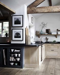 Graceful tutored elegant country home decor site here Simple House, Dining Table Decor, Home, Kitchen, Home Kitchens, Modern Dinning Table, Country Style Homes, Country Kitchen Countertops, Country House Decor