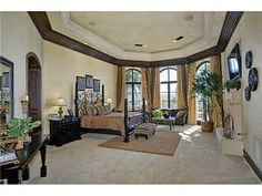 Big master Bedroom - love the face that its not a square room