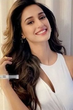 Disha Patani looks stunning Bollywood Photos, Bollywood Girls, Bollywood Celebrities, Bollywood Stars, Stylish Girl Images, Stylish Girl Pic, Beautiful Girl Indian, Most Beautiful Indian Actress, Beautiful Celebrities