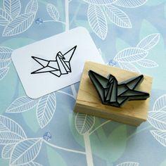 Eine japanische Design-Ikone, wird dieser niedliche Origami-Kranich-Stempel eine schöne Berührung Ihrer Korrespondenz oder Snail Mail