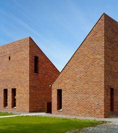 Gemeindezentrum Großziethen, Klaus Block, 2007. Klinkerarchitektur.