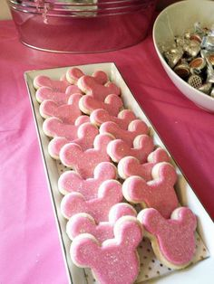 Mickey and Minnie Mouse parties are so popular right, I thought I'd gather together some Theme Mickey, Minnie Y Mickey Mouse, Minnie Mouse Cookies, Minnie Mouse First Birthday, Minnie Mouse Baby Shower, Mickey Party, Mickey Mouse Birthday, Third Birthday, First Birthday Parties