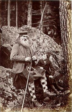 """Grandad, do thee noo wha flay ti yis?"" ""Dasnay matter today lad, wi may lucky cross-gartered socks yon salmon donnae stand a chance."" Photograph of ghillie Willie Duff and his grandson, circa Dunkeld, Scotland Vintage Pictures, Old Pictures, Old Photos, Antique Photos, Scotland History, Scotland Uk, Glasgow Scotland, Brave, Men In Kilts"