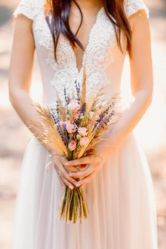 Rustic boho bridal bouquet with lavender and wheat stalks fall wedding inspiration Boho Wedding Bouquet, Bridal Bouquet Fall, Rustic Boho Wedding, Wedding Flowers, Bridal Bouquets, Wheat Wedding Bouquets, Lavender Bouquet, Wedding Ceremony Arch, Autumn Wedding