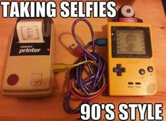 Nintendo Game Boy camera - the original selfie. Game Boy, Disney Buzzfeed, 90s Memes, Funny Memes, It's Funny, Videos Funny, Daft Punk, Nintendo, Gameboy Pokemon