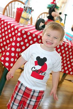 Cute mickey party site - I will have to remember this for my Carter.  Next July, he will be 2!