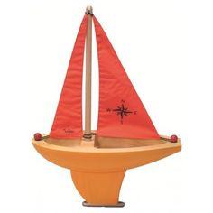 Voilier en bois avec une voile rouge, génial pour le bain