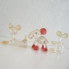 Vintage Clear Lucite Plastic Animal.También los había de cristal,yo los tenía en una estantería con forma de casita de madera.
