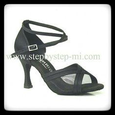 Sandalo in raso nero #scarpedaballo #stepbystep #danceshoes #sandali #sandal #salsa #bachata #tango