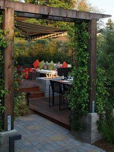 terrasse en bois avec cheminée extérieure