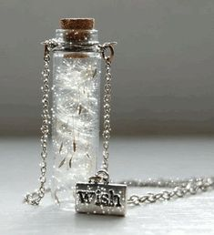 Beautiful colorful pictures and Gifs: Beautiful glitter animation Bottle Jewelry, Bottle Charms, Bottle Necklace, Bijoux Harry Potter, Ring Armband, Diy Accessoires, Beautiful Gif, Beautiful Things, Make A Wish