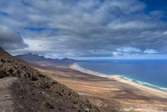 El Cofete Beach, Fuerteventura  nem más, mint egy másfél kilométeres szakaszon elszigetelt, lenyűgöző, homokos tengerpart Kanári-szigetek