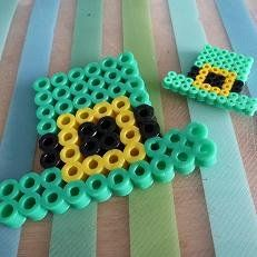Fun perler bead, hama bead and fused beads projects for St. Patrick's Day crafting. Shown here are some cute Leprechaun Hats. Get more themed Irish designs from the article.