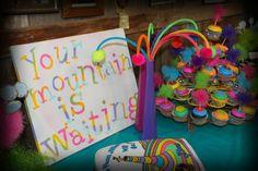 Oh the places you'll go, Dr. Seuss graduation party - cupcakes and cake Dr Seuss Graduation Party, 5th Grade Graduation, Kindergarten Graduation, Graduation Gifts, Graduation Ideas, Graduation 2015, School Parties, Grad Parties, Graduation Cupcake Toppers