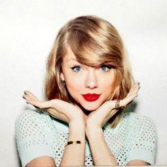 Taylor Swift Hooded Eye Make-Up