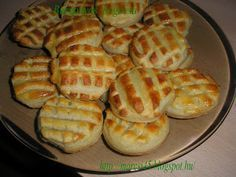 Marcsi receptes oldala és kedvenc ételei: Egyszerű élesztő nélküli Burgonyás pogácsa