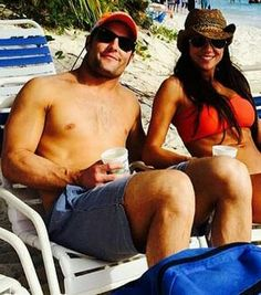 Chilling out! #WesWelker #Broncos Patriots Dolphins, Wes Welker, Wide Receiver, Broncos, Chilling, Football Players, Candid, Nfl, Swimwear