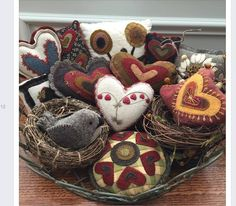 Kathy Cardiff: Doing a little tweaking to ready the house for tomorrow. Wishing all of you a Happy Valentines Day!