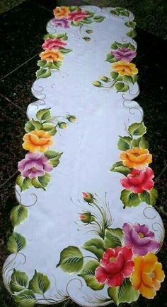#pinturasobretela One Stroke Painting, Tole Painting, Fabric Painting, Fabric Art, Interior Painting, Painting Patterns, Hand Embroidery Designs, Embroidery Patterns, Machine Embroidery