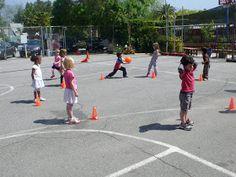 preK pasadena 2011/2012: MOTRICITE: Les jeux collectifs et les ateliers de lancer Activity Games For Kids, Ballons, Physical Education, Physics, Street View, Animation, Tour, Sports, Stage