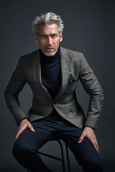 The turtle neck is back baby! Gentleman Mode, Gentleman Style, Stylish Men, Men Casual, Casual Chic, Mode Bcbg, Men's Business Outfits, Moda Formal, Style Masculin