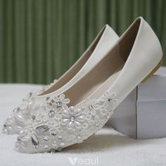 de210028730 Chic   Beautiful White Casual Womens Shoes 2018 Lace Pearl Rhinestone  Pointed Toe Flat