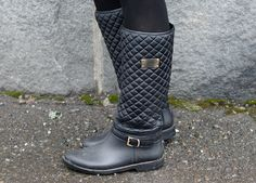 Fashion Tipsy: Beige meets Wellies | The cutest, black wellington boots I've seen! http://fashiontipsy.blogspot.fi/2014/03/beige-meets-wellies-outfit-21032014.html