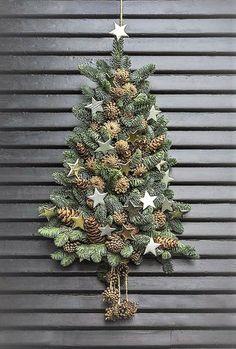 Wall Christmas Tree, Christmas Door Decorations, Rustic Christmas, Beautiful Christmas, Simple Christmas, Christmas Home, Christmas Wreaths, Christmas Crafts, Christmas Ornaments