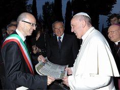 Assisi, il Sindaco Claudio Ricci Ringrazia Papa Francesco per il Giubileo Straordinario della Misericordia