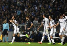 Juventus' Brazilian forward Dani Alves (L) celebrates after scoring a goal during the UEFA Champions League round of 16 second leg football match FC Porto vs Juventus at the Dragao stadium in Porto on February 22, 2017. / AFP / FRANCISCO LEONG