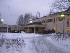 Kuvassa Sastamalan kirjasto. Sastamalan kirjasto koostuu 8 eri kirjastosta ja kirjastoautosta. Sastamalassa on 26 000 asukasta ja mainittavia asioita kirjallisuuden alalla ovat Pukstaavi ja Vanhankirjallisuudenpäivät.