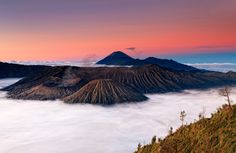 Red smoke billows eerily above Indonesia's Mount Bromo volcano in these spectacular sunrise and sunset shots. Captured by landscape photographer Helminadia Jabur, the vivid colours create a stark cont. Beautiful World, Beautiful Places, Monte Fuji, Smoke Pictures, Red Smoke, Active Volcano, Weather Underground, Beautiful Sunrise, Natural World
