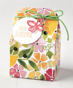 The Fruit Stand designer series paper features hand painted designs like this beautiful sheet of brightly colored flowers. We're sure this sweet little Baker's Box would bring sunshine into anyone's day. Packaging Box, Pretty Packaging, Bag Of Sunshine, Diy Envelope, Fruit Stands, Small Gift Bags, Stampin Up Catalog, Painted Boxes, Hand Painted