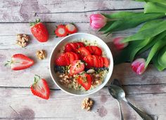 VAN ROLT: FOOD: Protein-Porridge mit Beeren und Nüssen