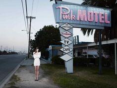 Samuel Hicks: Pink Motel, Sun Valley, California 2007